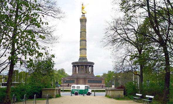 """Die in dem Podcast mehrfach erwähnte """"Kanzleiwanne"""" unseres Gastes, kann imBlog von Carsten Hoenig besuchtoder als Fotoobjekt in Berlin gesucht werden."""