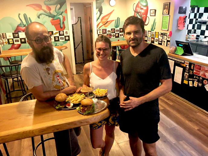 Mit unserem Gast beim traditionellen Post-Podcast-Burger.